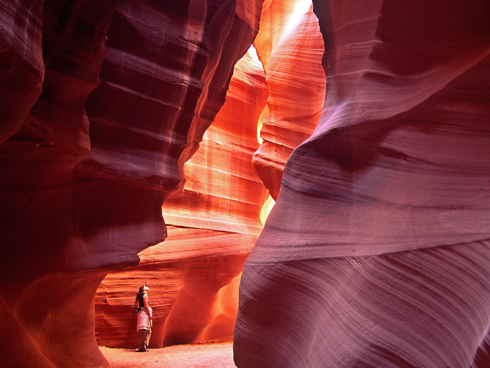 Antelope-Canyon-–-A-Dreamy-but-Dangerous-Place-in-Southeast-America-1