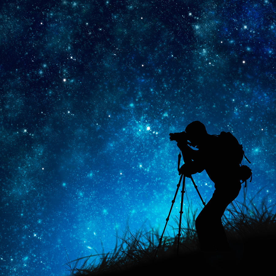 silhouette-of-photographer-shooting-stars-ilhp