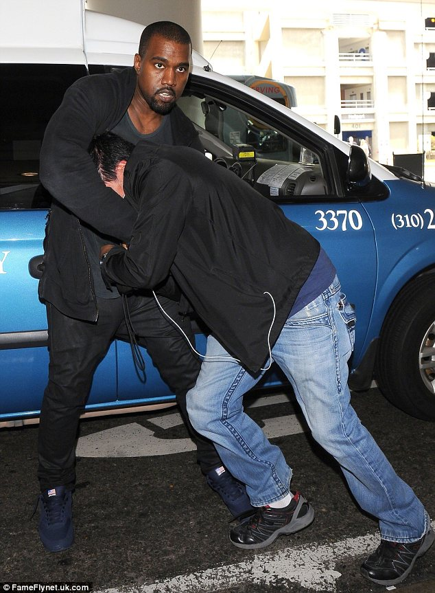 kayne west paparrazi