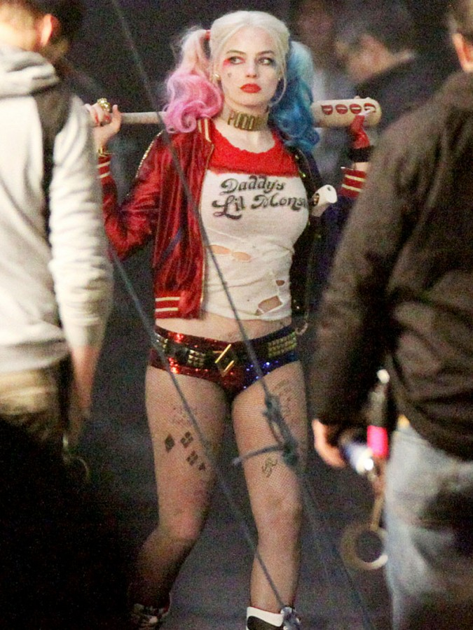Margot-Robbie-Wears-Tiny-Shorts-To-Play-Harley-Quinn-In-Suicide-Squad-01-675x900